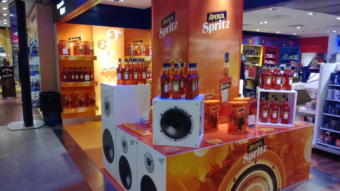 news flughafen promotion f r aperol spritz auch in frankfurt und hamburg spirituosen. Black Bedroom Furniture Sets. Home Design Ideas