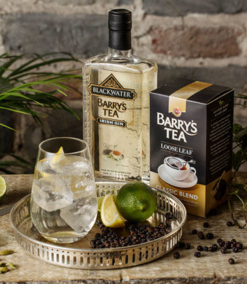 Blackwater Distillery stellt Blackwater Barry's Tea Gin vor