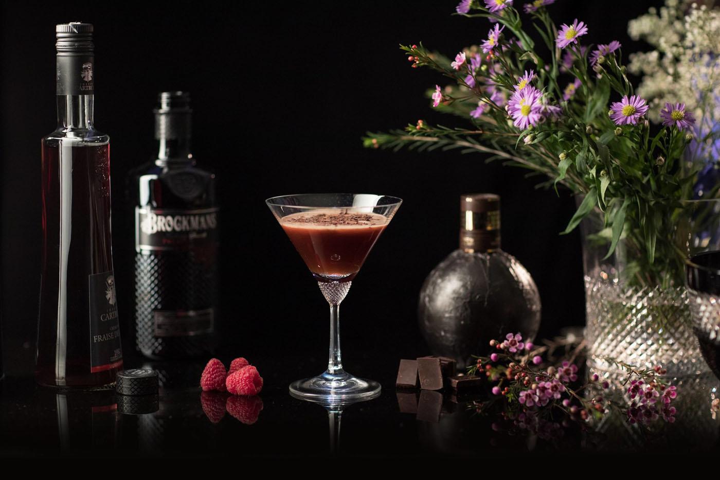 cocktails zwei fr hlingshafte drinks mit brockmans gin spirituosen. Black Bedroom Furniture Sets. Home Design Ideas