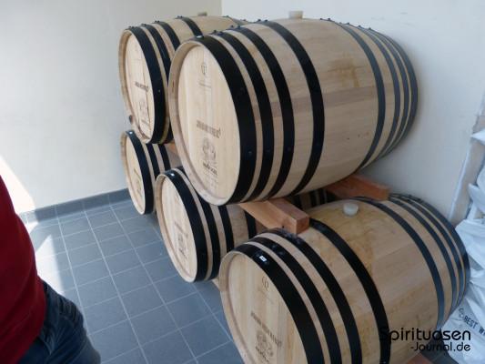 Neue, 225 Liter fassende Fässer aus pfälzischem Eichenholz und ...