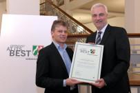 Germany at its best: NRW-Wirtschaftsminister Garrelt Duin mit Rüdiger Sasse bei der Urkundenübergabe