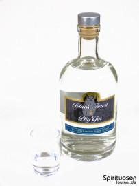 Black Forest Dry Gin Glas und Flasche