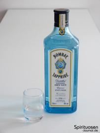 Bombay Sapphire London Dry Gin Glas und Flasche