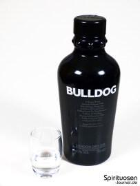 Bulldog London Dry Gin Glas und Flasche