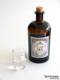 Monkey 47 Schwarzwald Dry Gin Glas und Flasche