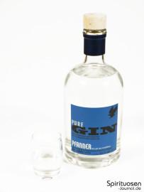 Pfanner Pure Gin Glas und Flasche