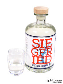 Siegfried Rheinland Dry Gin Glas und Flasche