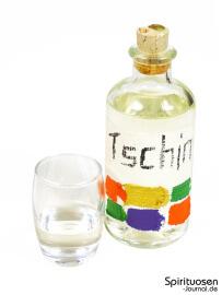 Tschin Glas und Flasche