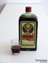 Jägermeister Glas und Flasche