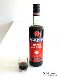 Ramazzotti Amaro Glas und Flasche