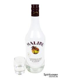 Malibu Rum Glas und Flasche