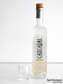 Cascajal Pisco Acholado Glas und Flasche