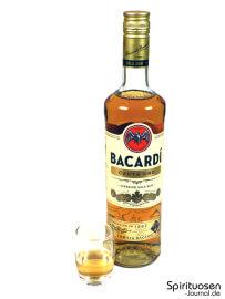 Bacardi Carta Oro Glas und Flasche