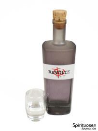 Revolte Rum Glas und Flasche