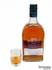Ron Barcelo Gran Anejo Glas und Flasche
