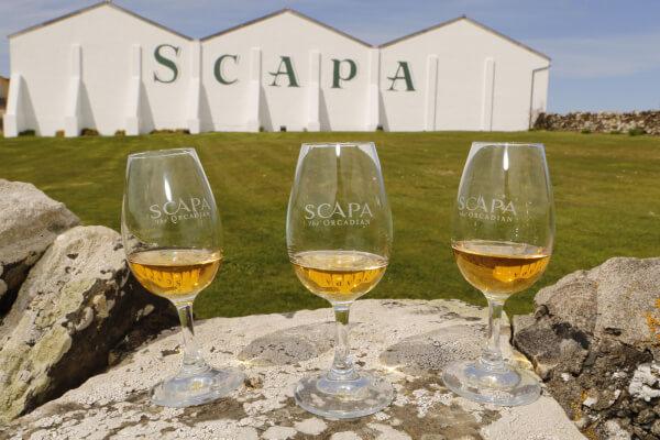 Brian MacAulay, Distilling Manager von Scapa, eröffnet das erste Besucherzentrum der Destillerie