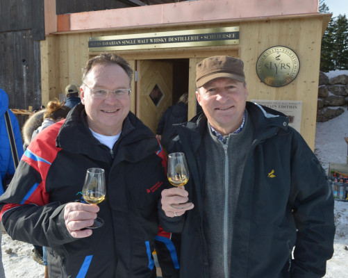 Peter Lorenz (Geschäftsführer Alpenbahnen Spitzingsee) und Anton Stetter freuen sich auf das neue Slyrs-Projekt