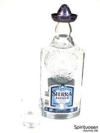 Sierra Antiguo Plata Glas und Flasche