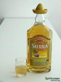 Sierra Tequila Reposado Glas und Flasche