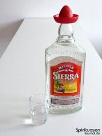 Sierra Tequila Silver Glas und Flasche