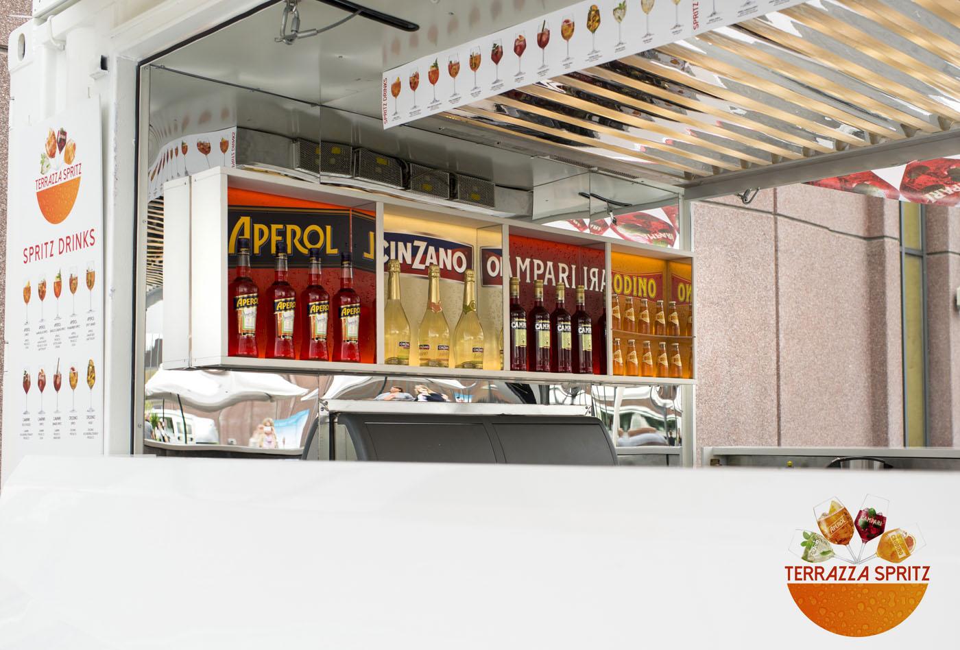 news terrazza spritz tourt mit aperol campari cinzano und crodino spirituosen. Black Bedroom Furniture Sets. Home Design Ideas