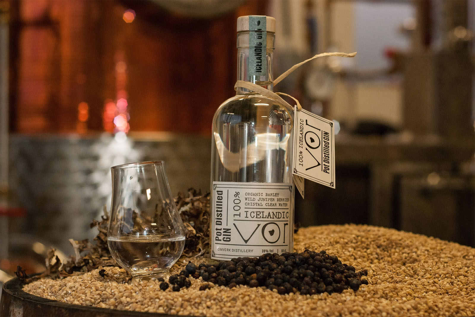 gin sul preis gin sul aus hamburg manufactum altonaer spirituosen manufaktur dry gin sul zeit. Black Bedroom Furniture Sets. Home Design Ideas