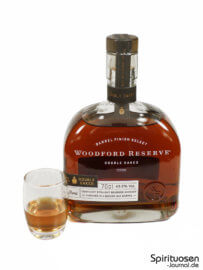 Woodford Reserve Double Oaked Glas und Flasche