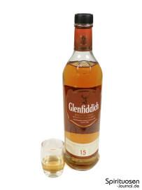 Glenfiddich 15 Jahre Glas und Flasche