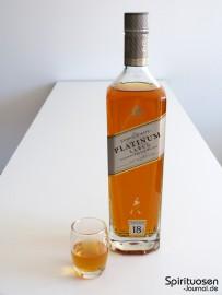Johnnie Walker Platinum Label 18 Jahre Glas und Flasche