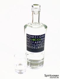 Homecoming Vodka Glas und Flasche