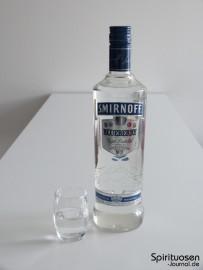 Smirnoff Twist Blueberry Glas und Flasche