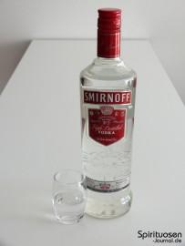 Smirnoff Red Label No.21 Glas und Flasche